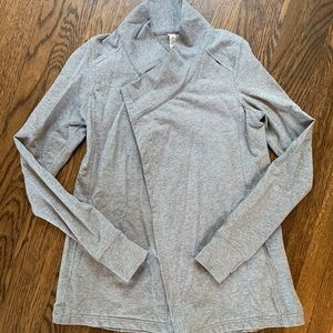 Lululemon Size 2 Wrap Sweater in Grey